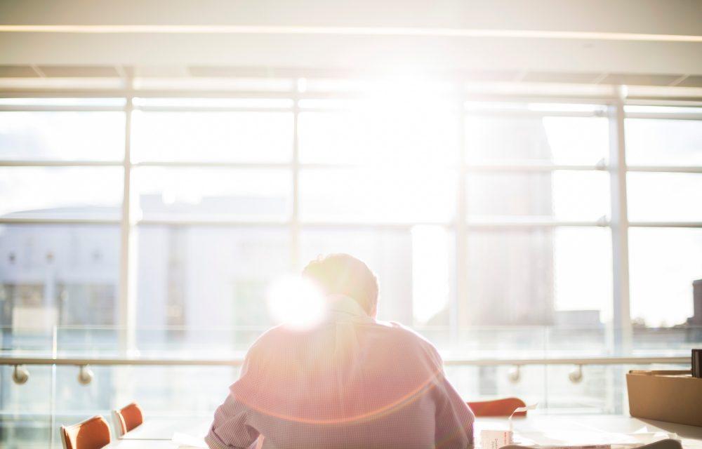 自己判断は要注意!?うつ病の人が「仕事を休む/辞める」を考え始めた時こそ主治医に相談すべき2つの理由とは?